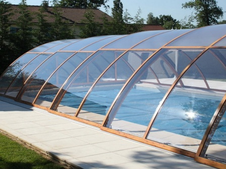 использование поликарбоната для крыши бассейна в Новоозерном