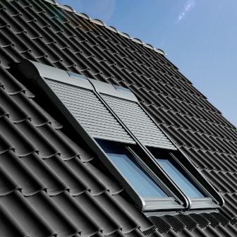 мансардное окно FAKRO на крыше дома в Раздольном