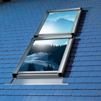 окно для мансарды Velux на крыше дома