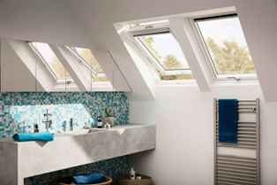 мансардное окно Велюкс в интерьере чердачного помещения