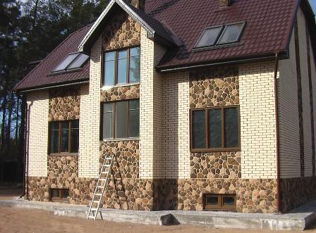 Купить недорогие фасадные панели для наружной отделки дома «под камень» и «под кирпич» предлагает по доступной цене в Севастополе «Завод кровельных материалов»