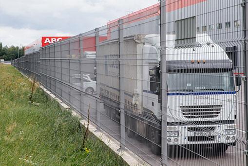 Оцинкованный серый 3Д забор в Симферополе для ограждения предприятия