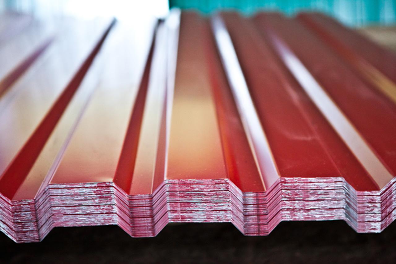 Купить профнастил по низким ценам в рублях в Керчи предлагает компания «Завод кровельных материалов»